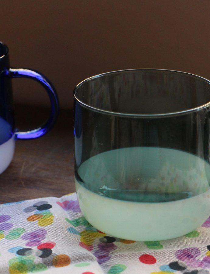耐熱ガラス製のマグカップ